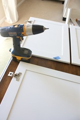 How to Paint your Kitchen Cabinets-07