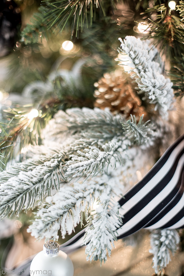 Easy Handmade Black and White Christmas Decor-3