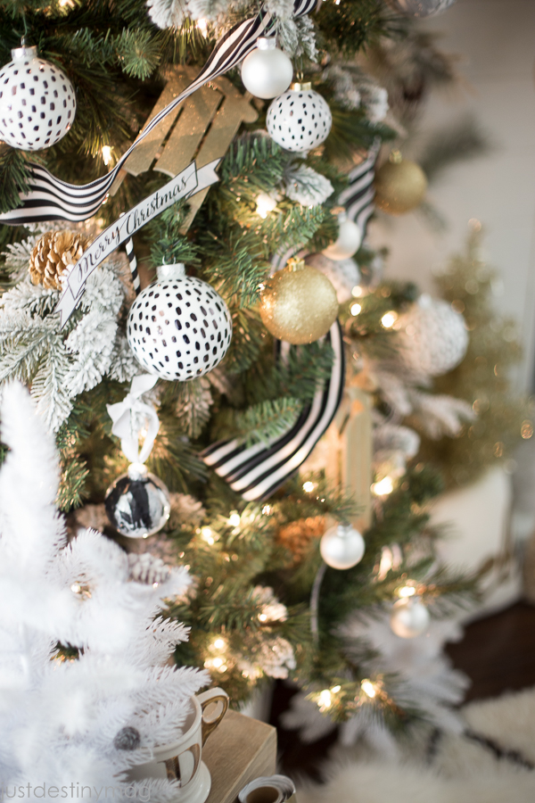 Easy Handmade Black and White Christmas Decor-5