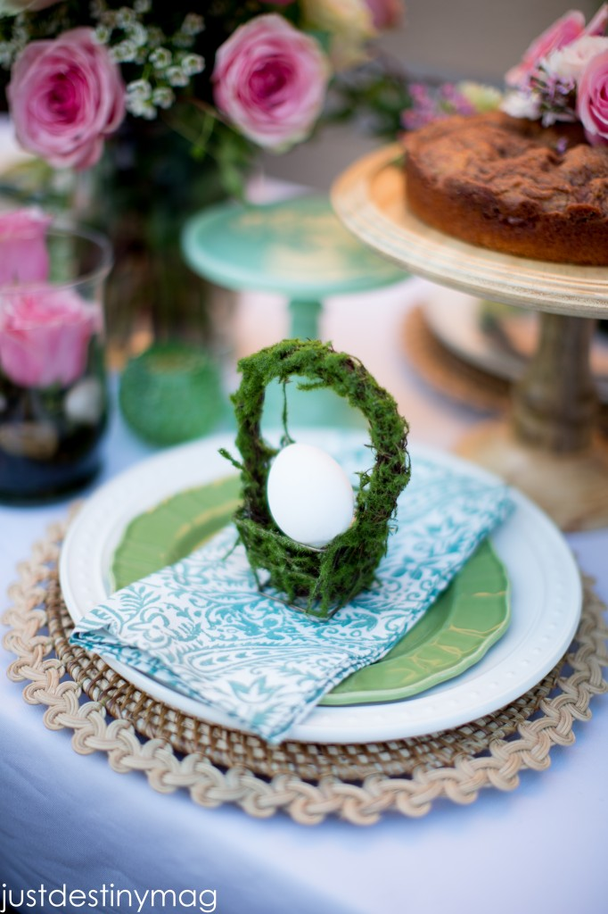 Easter Table with Mini Baskets