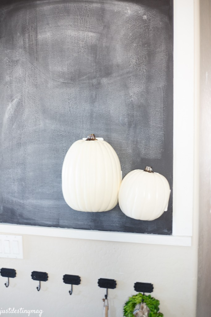 DIY Hanging Half Pumpkin Craft_-4