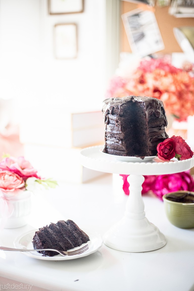 How to Make a Chocolate Naked Cake