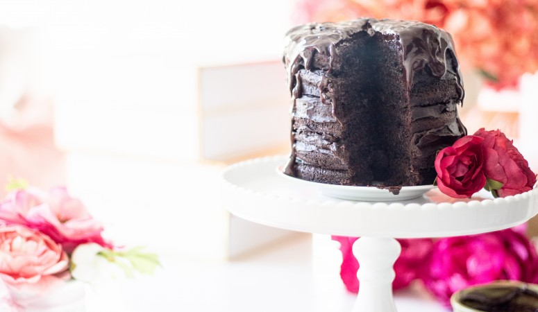 How to Make a Chocolate Naked Cake
