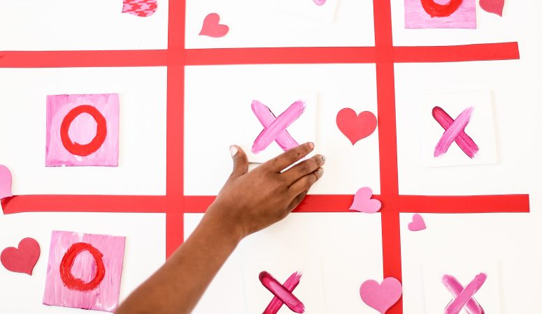 Kid Friendly  Valentines Tic Tac Toe Game