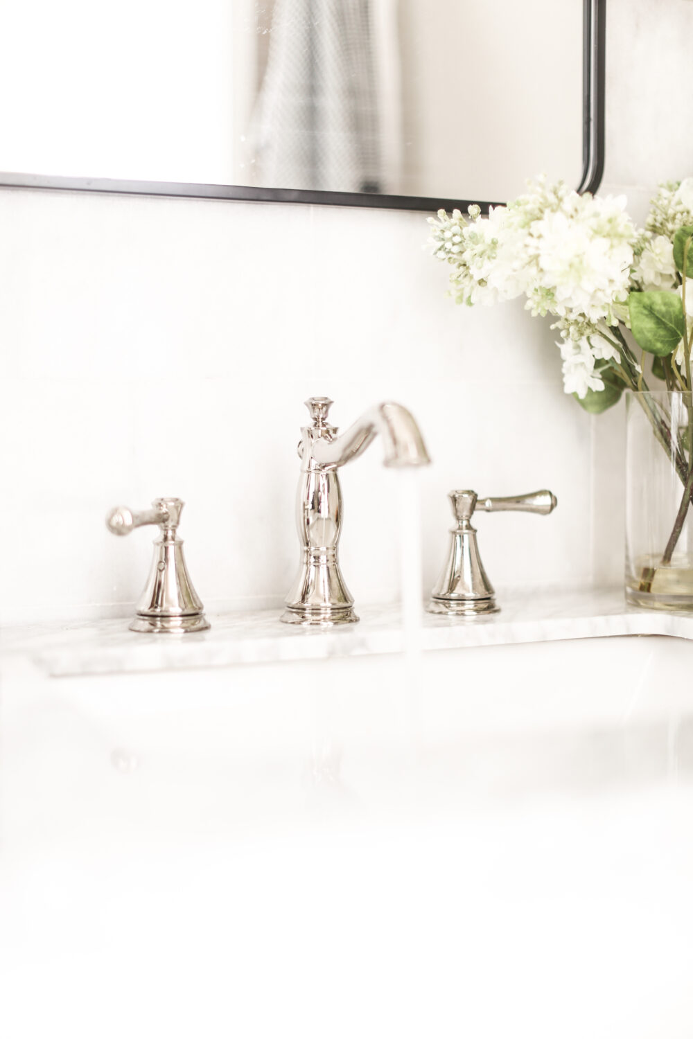 A Classic and Elegant Delta Bathroom Faucet