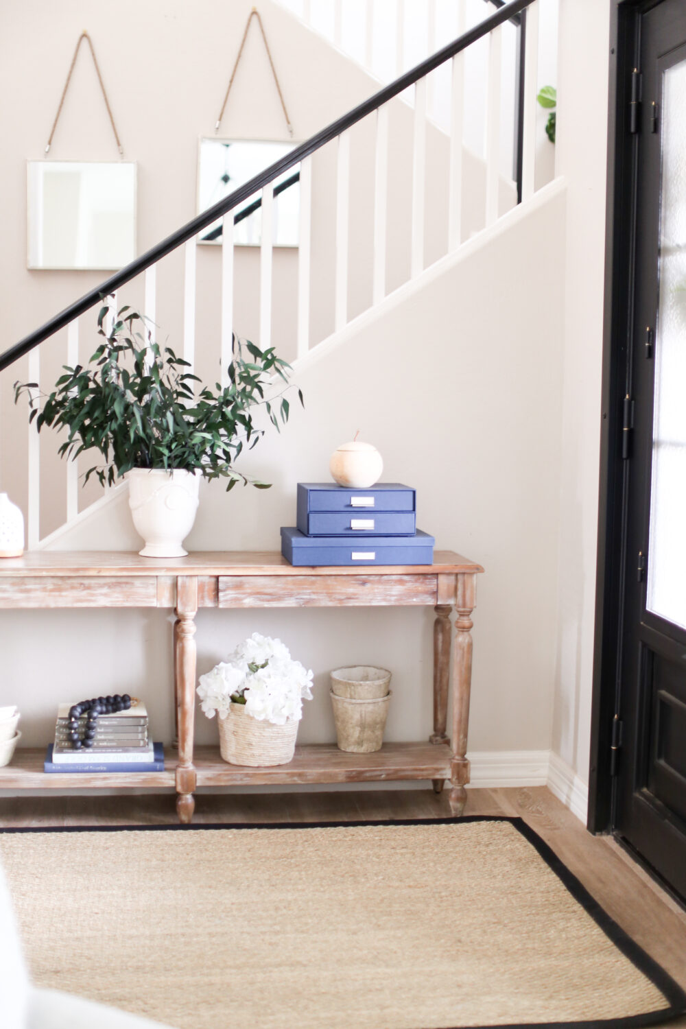 How to Decorate your Entryway