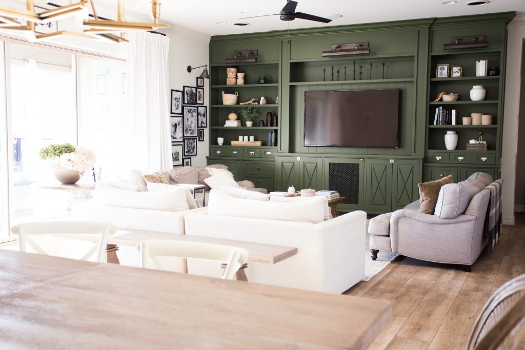 What to think about when you decorate your family room