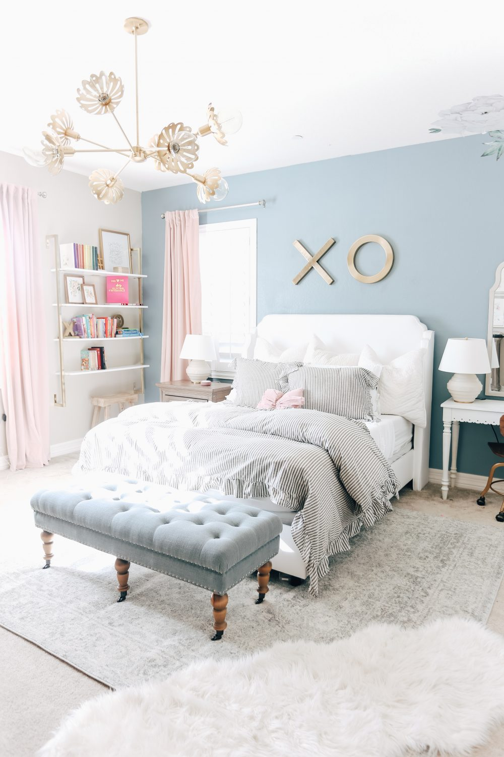 Blue and Pink room with pretty lighting