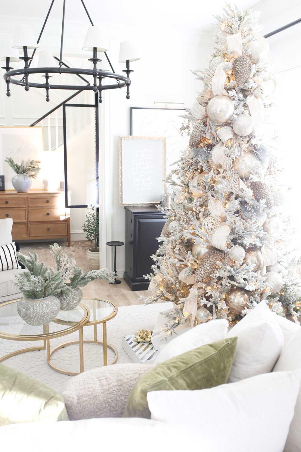 How to Decorate an Elegant Designer Christmas Tree Like a Pro